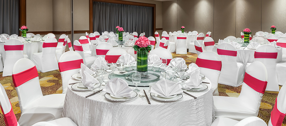 Red and White Themed Dinner Set Up at Changi Room