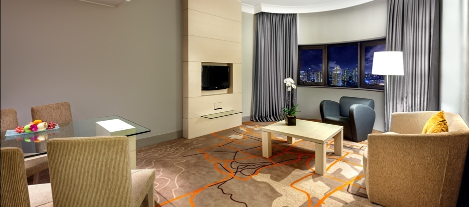 Spacious Executive Suite Living Room at Executive Holiday Inn Singapore Atrium